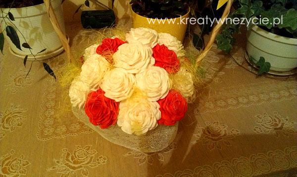 Bukiet różyczki z krepy