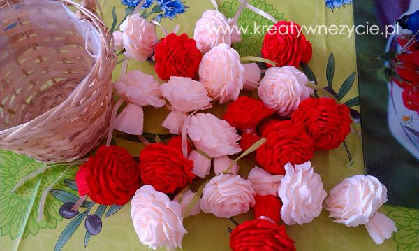 Kosz róż z bibuły