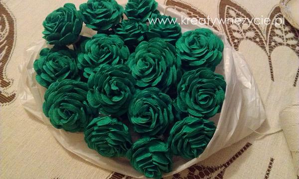 Słonik z krepiny z róż