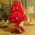 Choinka z czerwonych róż