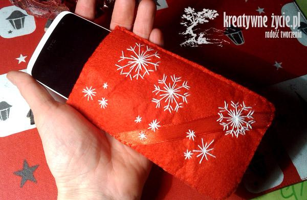 Czerwone etui na telefon śnieżynki