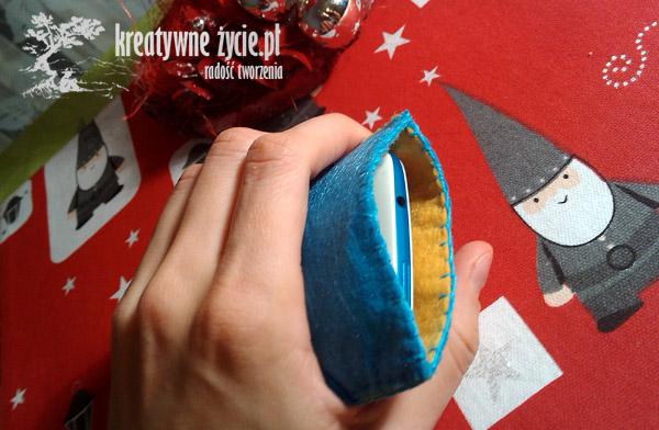 Niebieskie etui z filcu na telefon