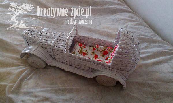 Auto z wikliny papierowej zdobienie