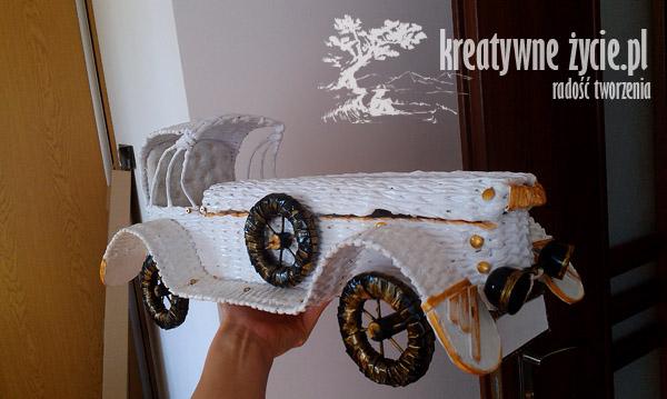 Auto z papieru na prezent