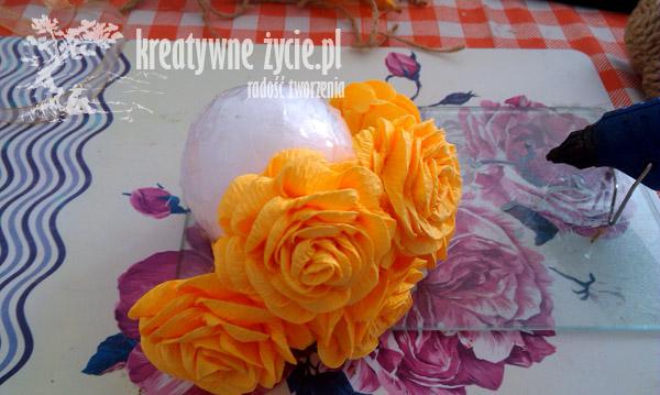 Baranek z róż z krepy