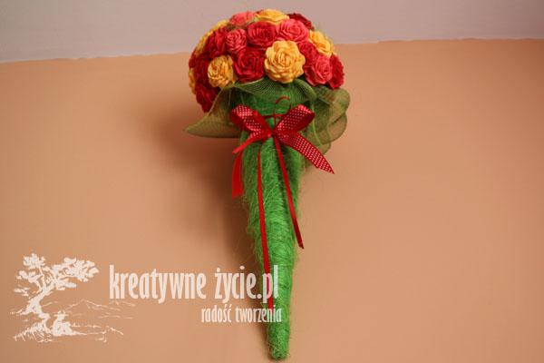 Bukiet róż w rożku