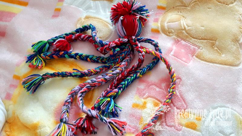 Ośmiornica z włóczki kolorowa ozdoba