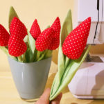 Kwitnące tulipany z materiału