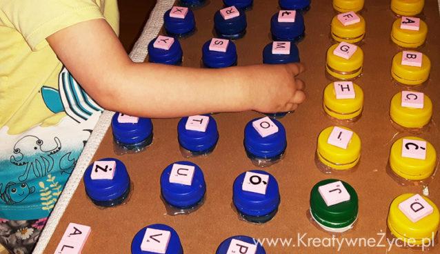 Jak zrobić alfabet z nakrętek