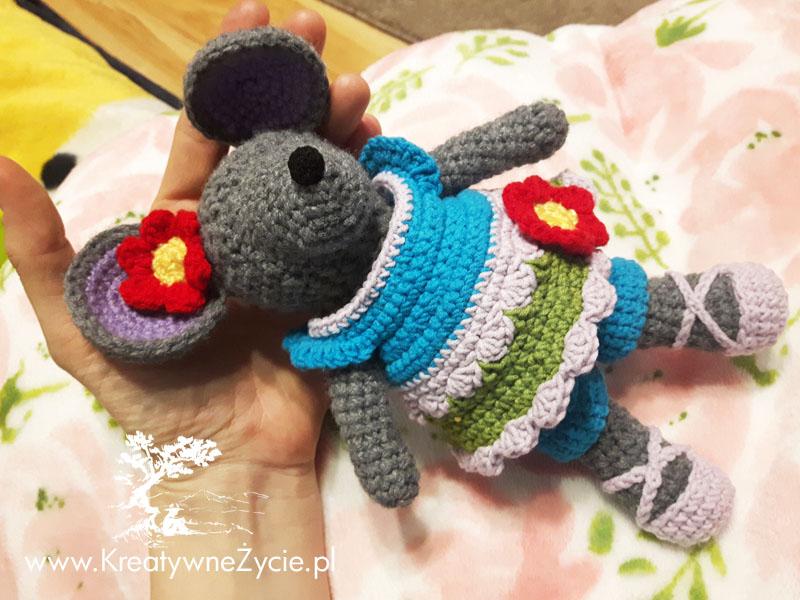 Crochet mouse in dress