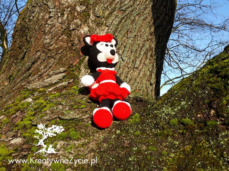 Minnie crochet girl