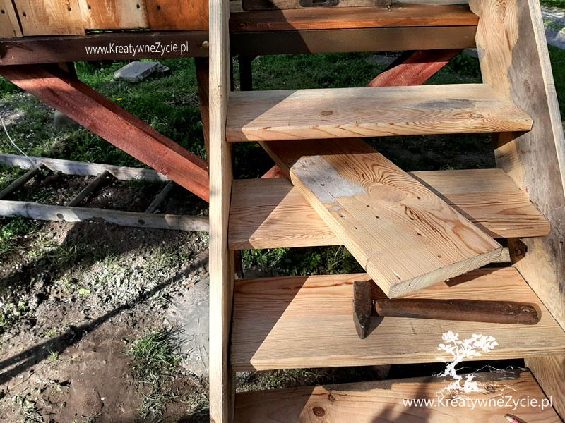 Domek ogrodowy - jak zrobić schody