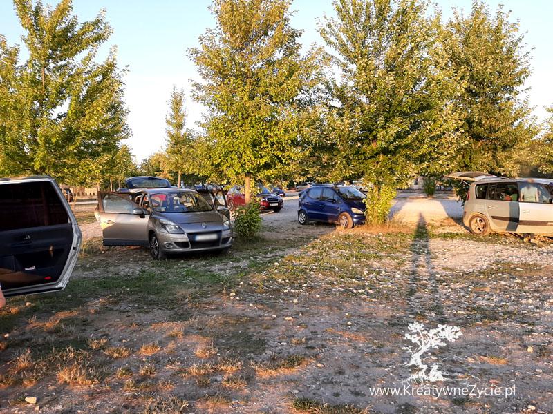 Magiczne ogrody parking