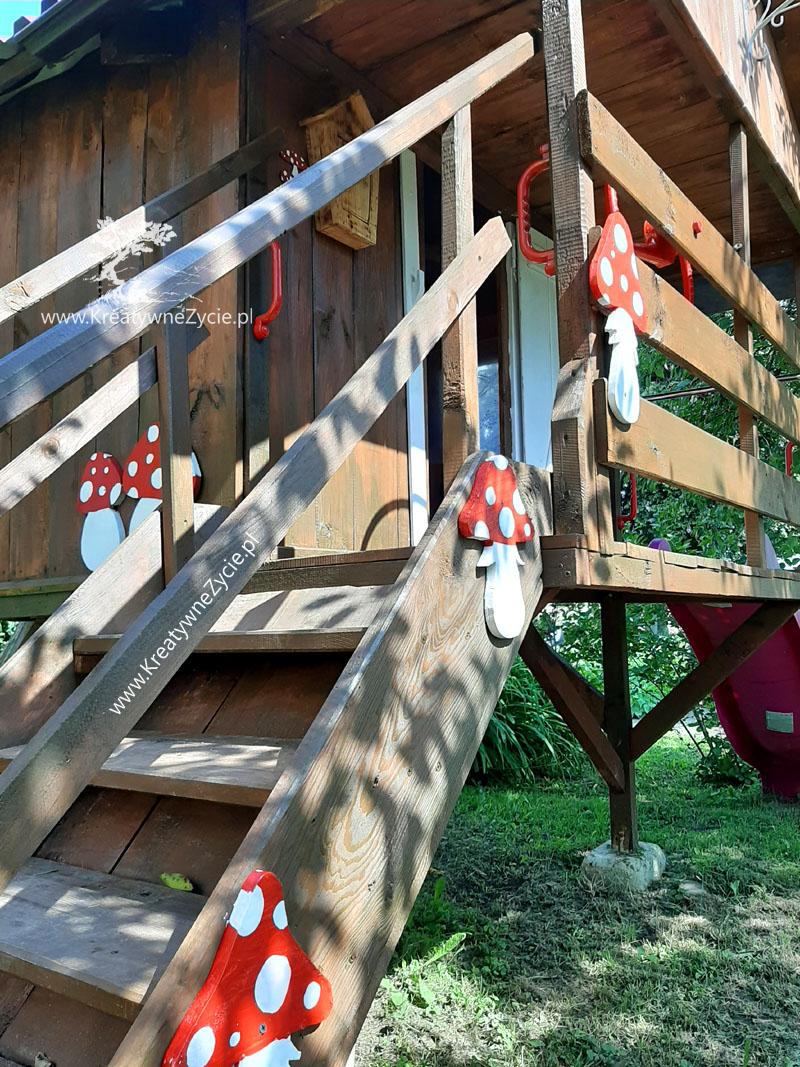 Domek ogrodowy schody