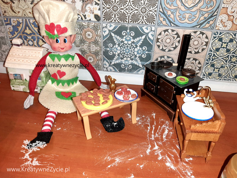 Elf of the shelf cooking