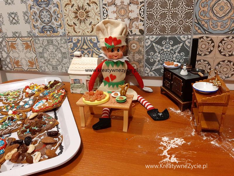 Elf of the shelf cooking